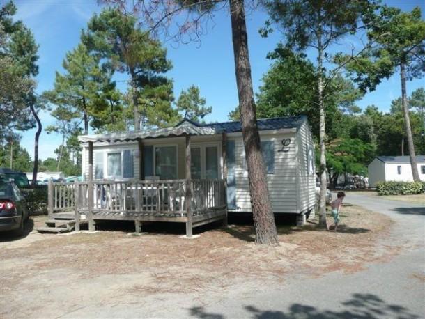 camping le california 4 saint jean de monts mobil home 5 personnes ref 238925. Black Bedroom Furniture Sets. Home Design Ideas