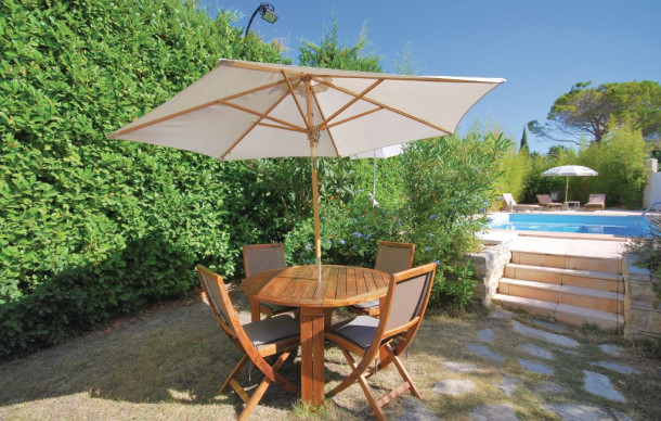 Location avec piscine priv e sanary sur mer haus 6 for Camping sanary sur mer avec piscine