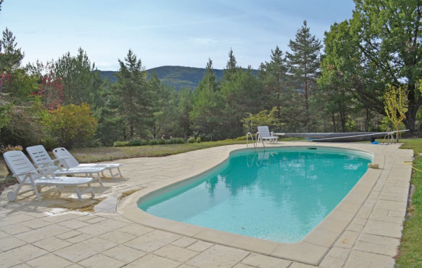 Location prestige avec piscine priv e la bastide house for A la piscine translation