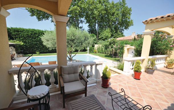 Location prestige avec piscine priv e salon de provence for Location vacances salon de provence