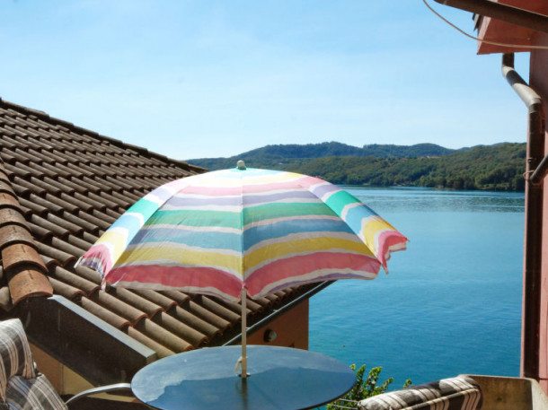 Casa sul lago orta san giulio appartement 2 personnes for Casa sul lago a 2 piani
