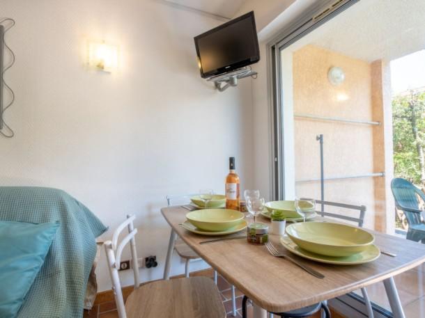 le domaine de la gaillarde les issambres appartement 4 personnes ref 243413. Black Bedroom Furniture Sets. Home Design Ideas