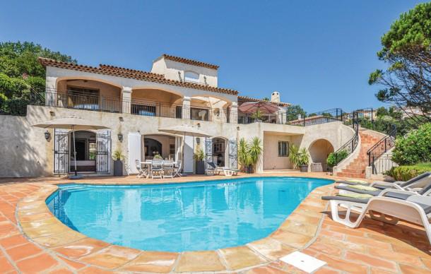 Location prestige avec piscine priv e les adrets de l for A la piscine translation