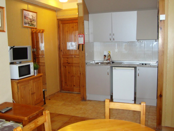 appartements sapporo studio 2 4 sin dormitorio pas de la casa appartement 4 personnes. Black Bedroom Furniture Sets. Home Design Ideas