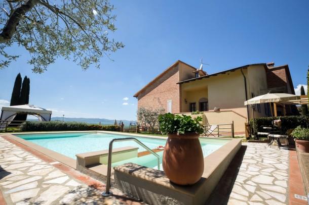 Villa dei sassi montaione villa 8 personnes ref 281985 for Arredo casa montaione