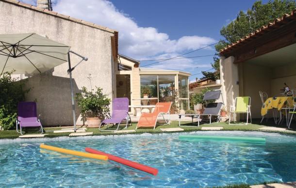 Location avec piscine priv e avignon casa 8 personas for Camping avignon avec piscine