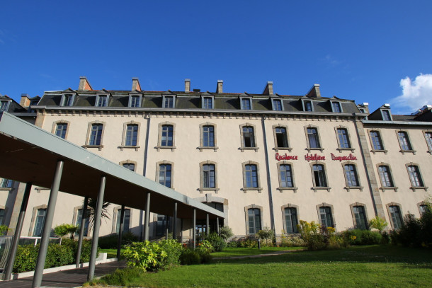h tel et r sidence duguesclin dinan appartement 4 personnes ref 313819. Black Bedroom Furniture Sets. Home Design Ideas