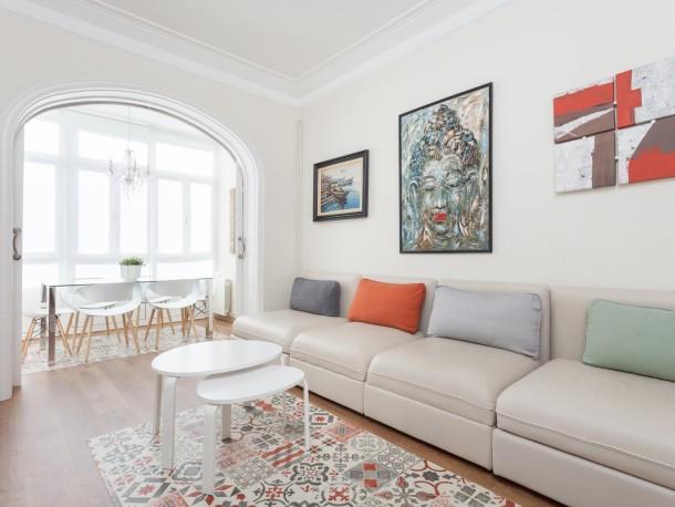 Art house viladomat apartment barcelone sants for Appart hotel 5 personnes barcelone