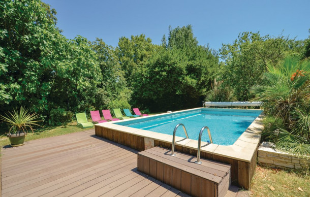 Location prestige avec piscine priv e jonqui res for Toboggan piscine privee