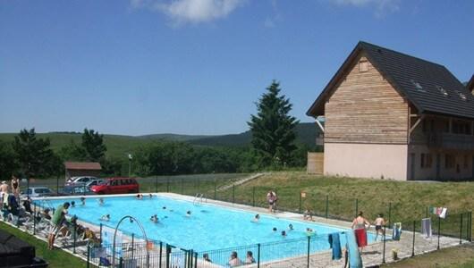 Ventes privees de locations vacances voyages et week ends for Hotel mont dore avec piscine interieure
