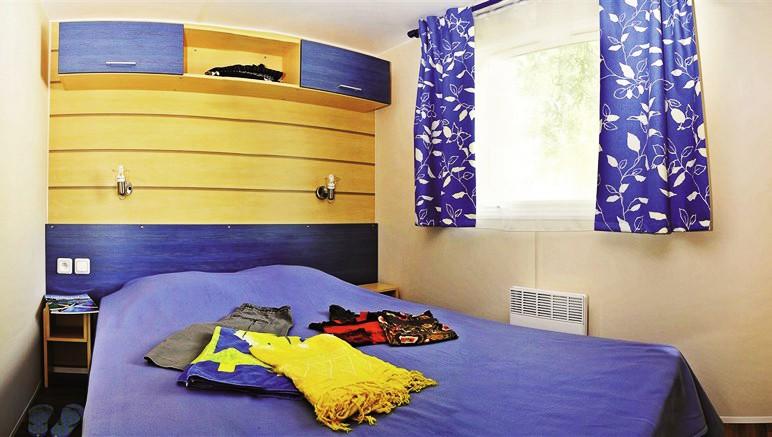 Vente privée Camping 5* Les Grosses Pierres – Chambre avec lit double