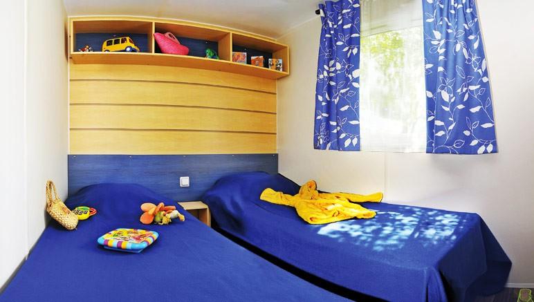 Vente privée Camping 5* Les Grosses Pierres – Chambre avec lits simples