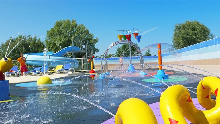 Vente privée Camping 5* Les Grosses Pierres – Espace avec jeux d'eau pour les enfants