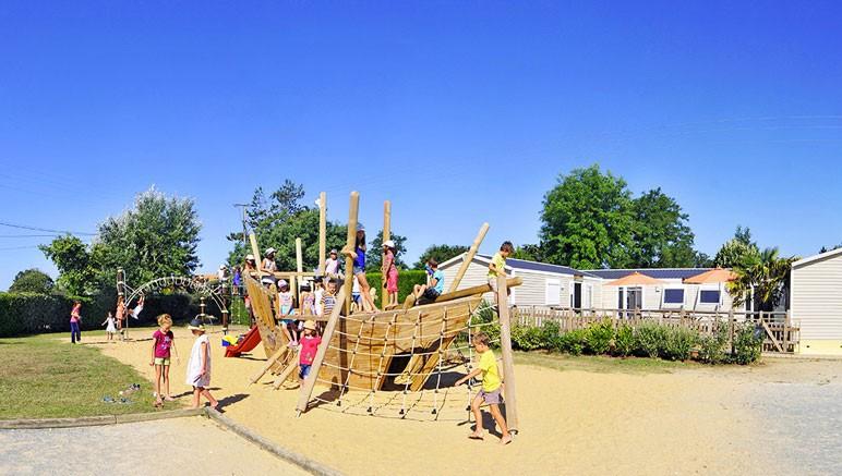 Vente privée Camping 5* Les Grosses Pierres – Aire de jeux pour enfants en accès inclus