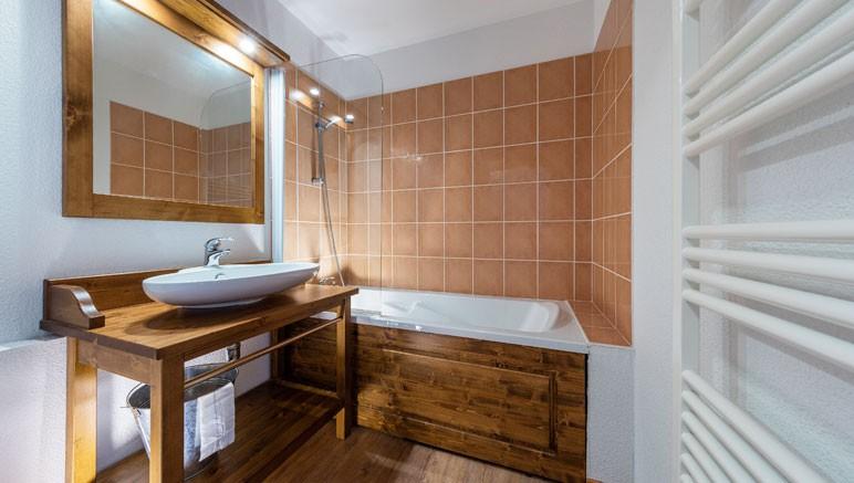 Vente privée Résidence Les Balcons du Viso 3* – Salle de bain avec douche ou baignoire