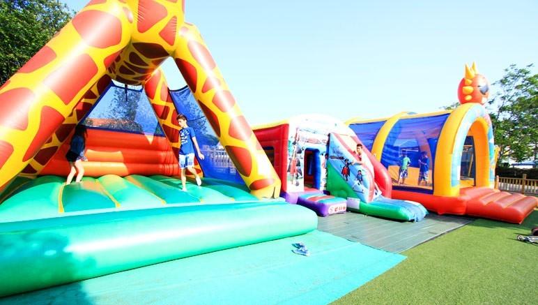 Vente privée Camping 4* Les Pirons – Aire de jeux gratuite pour les enfants