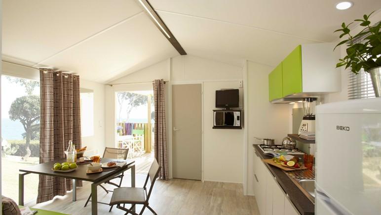 Vente privée Camping 4* Les Viviers – Pièce à vivre lumineuse