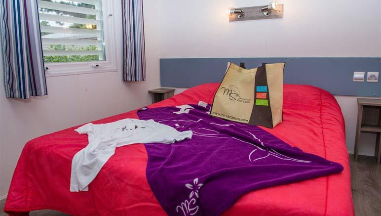Vente privée Camping 5* Les Brunelles – Chambre avec lit double