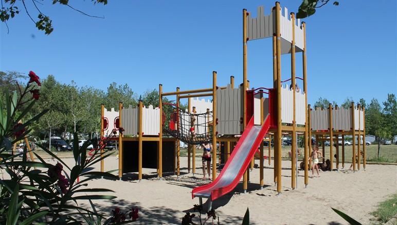 Vente privée Camping 4* Les Salisses – Aire de jeux gratuite pour les enfants