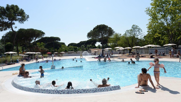 Vente privée Camping 3* Marina Village – Accès gratuit à la piscine extérieure avec pataugeoire