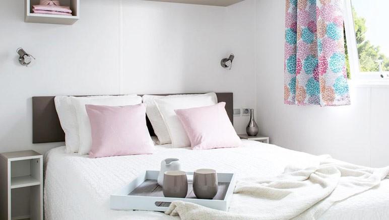 Vente privée Camping 5* Vilanova Park – Chambre avec lit double