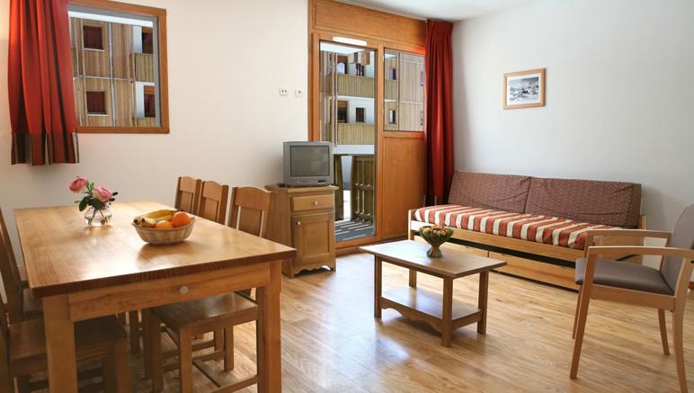 Vente privée Résidence le Pra Palier 3* – Pièce à vivre lumineuse avec balcon