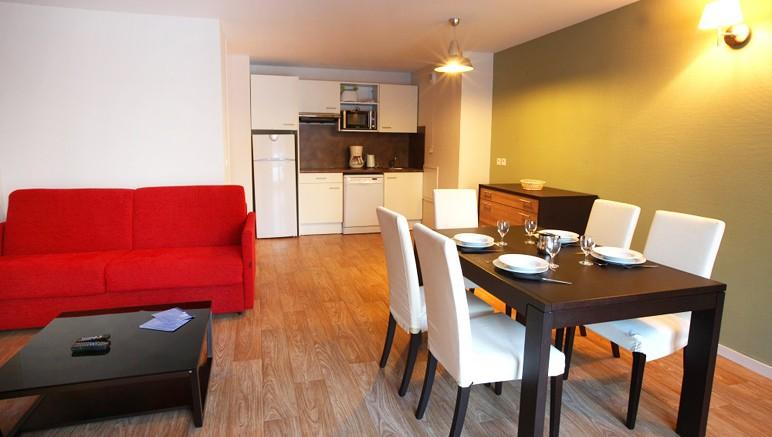 Vente privée Résidence les Balcons d'Aix 3* – Cuisine équipée ouverte sur le séjour lumineux