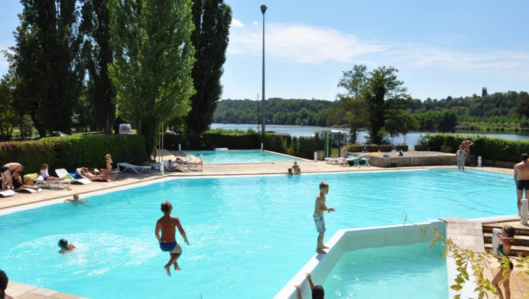 Vente privée Camping 3* Trémolat – Rafraichissez-vous grâce a la piscine extérieure, ouverte en juillet-août