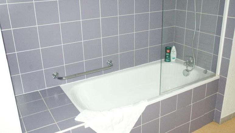 Vente privée Résidence Les Adrets de Peyragudes 3* – Salle de bain avec douche ou baignoire