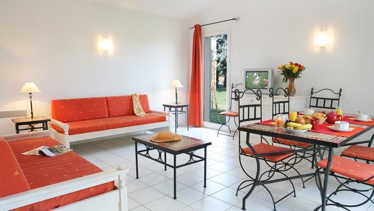 vente prive maison du monde saint martin de crau amazing. Black Bedroom Furniture Sets. Home Design Ideas